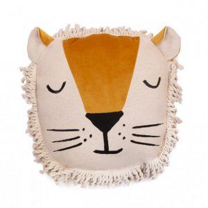 Savanna-lion-cushion-nobodinoz-lecrazykids
